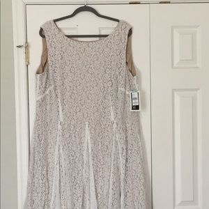 Beautiful white lace over nude dress, size 22W